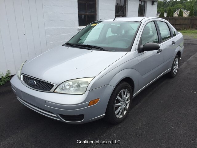 2005 Ford Focus ZX4 SE 4-Speed Automatic