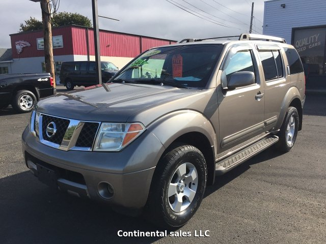 2005 Nissan Pathfinder XE 4WD 5-Speed Automatic